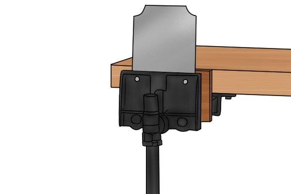 Quadrant cabinet scraper, sharpening, vice, clamp, woodwork, carpenter, DIYer.