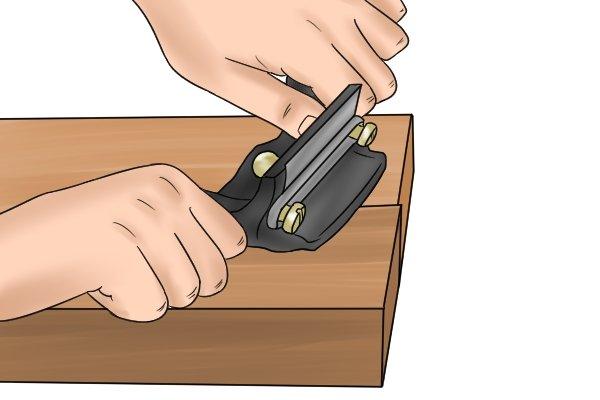 Cabinet scraper, card scraper, two handled scraper, scraping, woodwork, blade, edge, carpenter, DIYer.