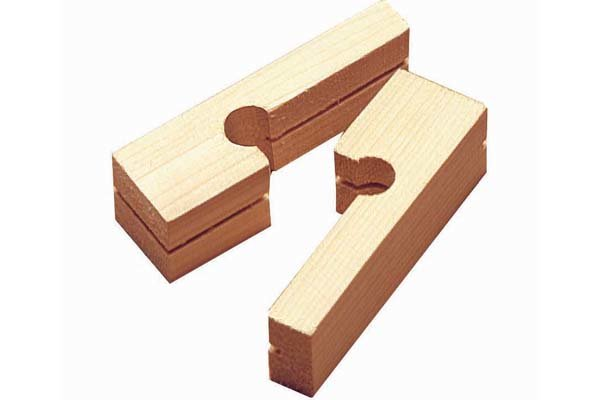 Line block, brick line, masonry tools, line pins, builder's line, bricklayer's twine, wonkee donkee tools DIY guide, how to use line blocks