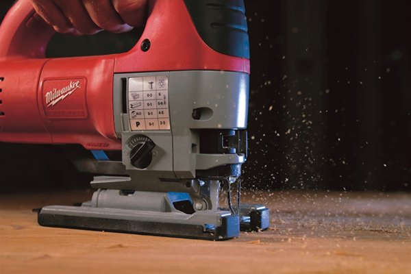 Jigsaw with longer stroke length; rapid sawdust removal