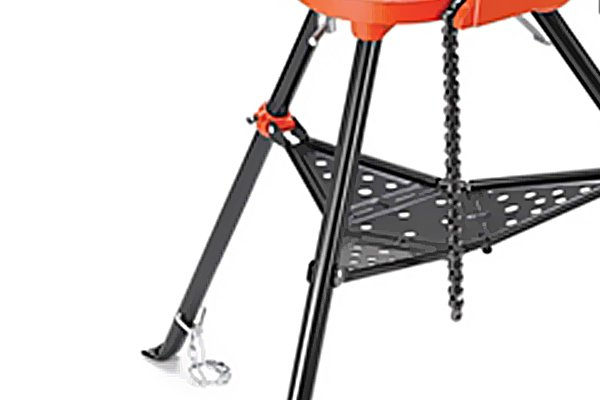 The wide-angled legs of the tripod stand give the tool excellent stability. They can be easily folded up and kept together by the leg chain when the stand is not in use and needs to be stored or transported.