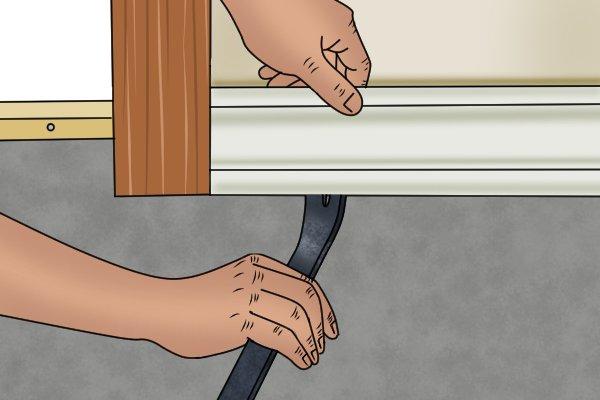 insert claw, pry bar, claw bar, remove trim,
