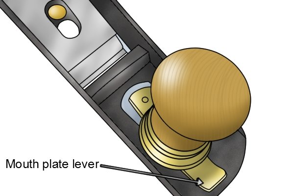 Mouth plate adjustment lever on a low-angle bench plane