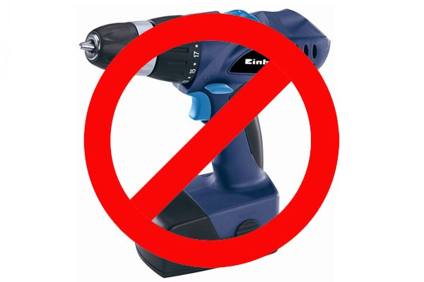 Image advising DIYers not to use powered drill drivers with spoon bits, as they are intended for use with hand braces or lathes only.