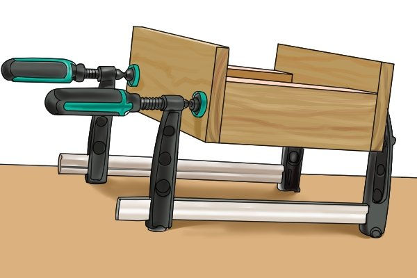 An F clamp can hold large and heavy workpieces