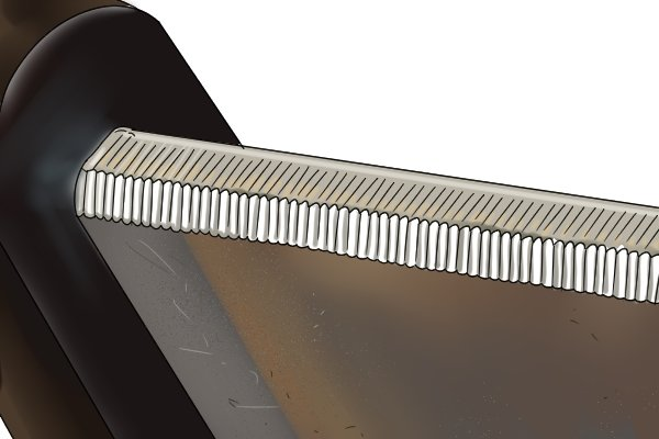 The bar of the clamp has three serrated edges