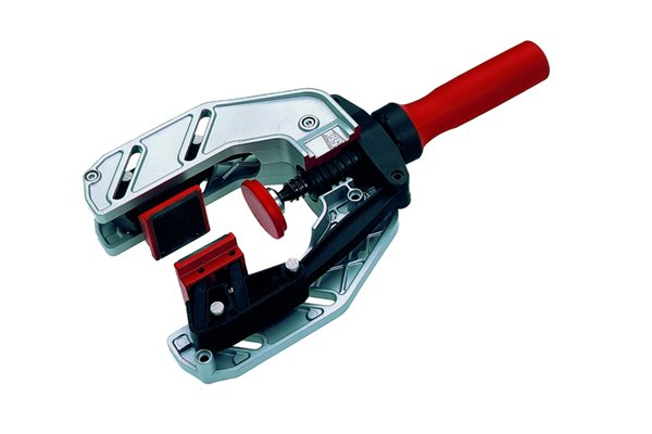 An edging clamp is used to fix edges