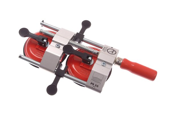 A seaming clamp has two vacuum pads