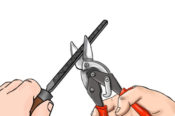 Sharpening diagonal side cutting pliers, nippers, wire cutters.