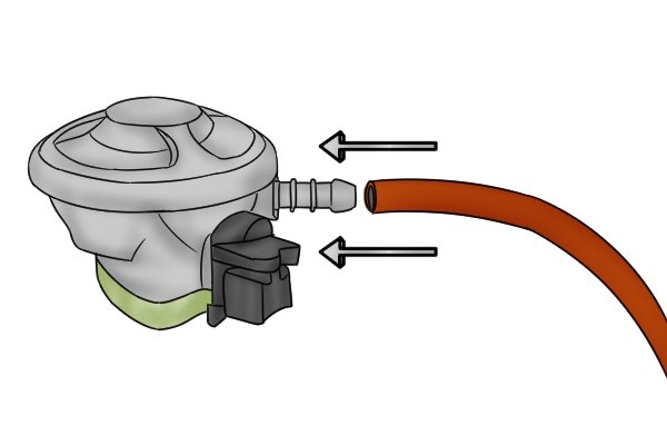 Connecting hose to clip-on regulator