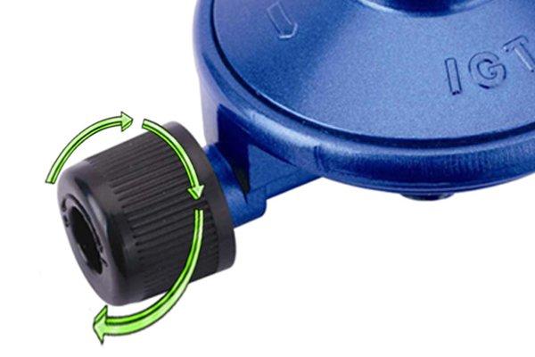 Turning Campingaz regulator control knob clockwise
