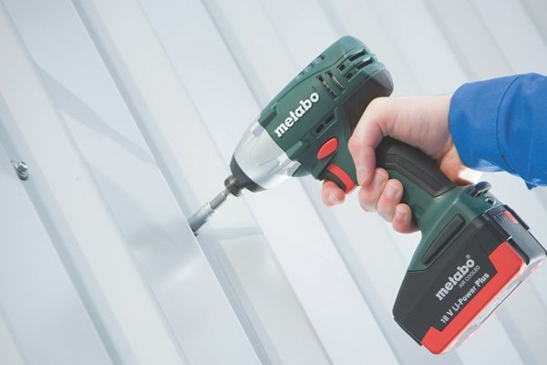 Holding a cordless impact driver