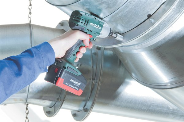 Drilling a metal with a cordless impact driver