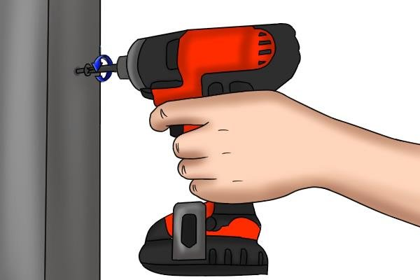 Removing screws with the reverse function on a cordless impact driver