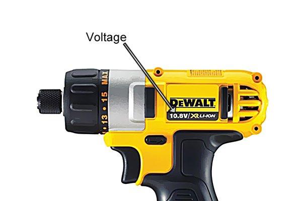 Voltage marking on cordless screwdriver head