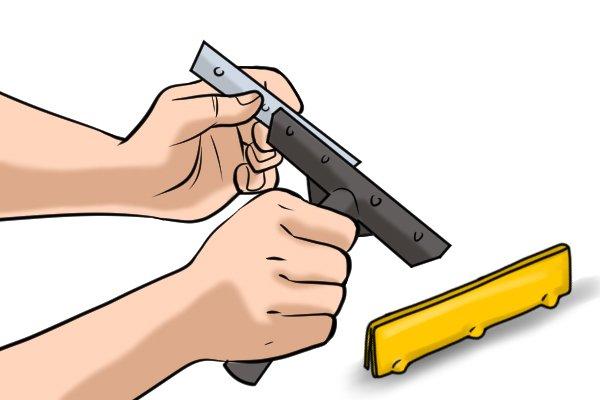 Inserting the new scraper blade
