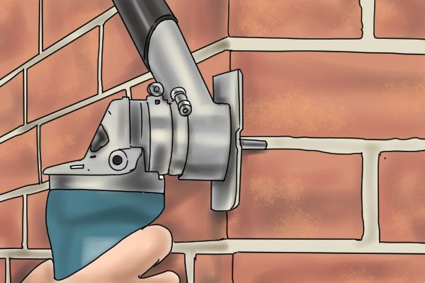 Take the tool out at regular intervals to prevent overheating or the mortar rake becoming clogged up