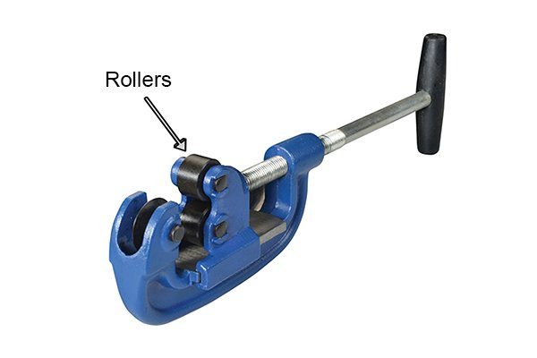 Heavy duty adjustable pipe cutter