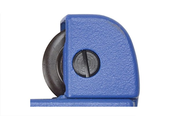 Wheel of an adjustable pipe cutter