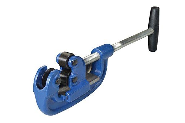 Heavy duty adjustable pipe cutter