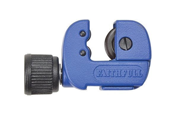 Adjustable pipe cutter