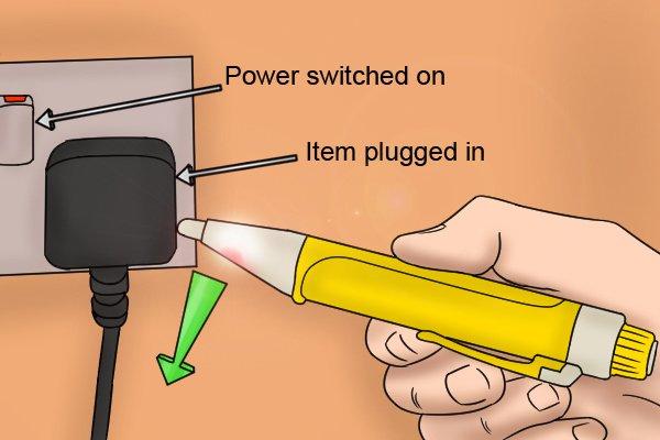 voltage detector checking for broken circuit