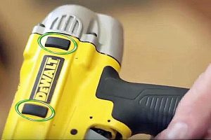 An ergonomic design makes the staple gun comfortable in the hand.